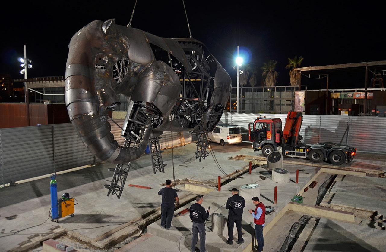 Una escultura de un elefante en la plaza de BIOPARC simboliza la ...